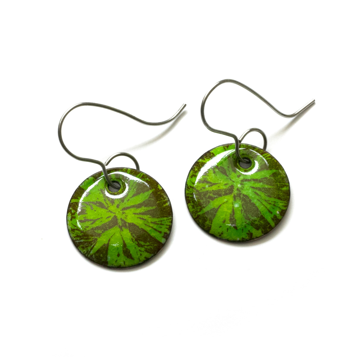 beadaholique green retired christmas in waltz earrings